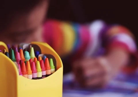 4bfa344f0111264173f34df731530a5b_crayons-1209804__340